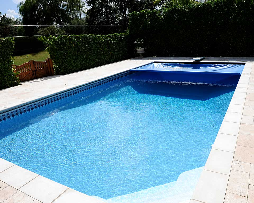 medencefedés medence karbantartás